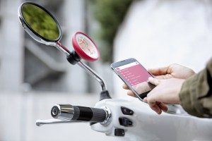 Robogó-navigáció a tükörből
