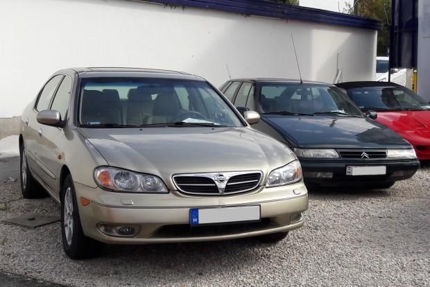 Ezekért az autókért nem kapnak hajba a vevők, az alkupotenciál nagyobb az átlagosnál. Ez a V6-os Nissan Maxima a Szentendrei útról élőben is szép