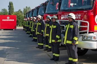 Magyar gyártású tűzoltóautókat adtak át Budapesten