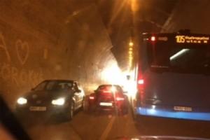 Ideges porschés miatt dugult be az alagút