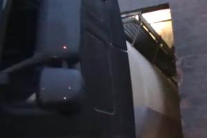 Ennek a kamionsofőrnek laza ujjgyakorlat, ami nekünk lehetetlen