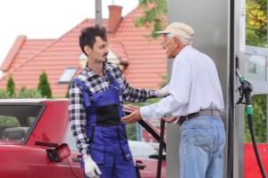 Kegyetlen átverés szedte áldozatait a benzinkúton