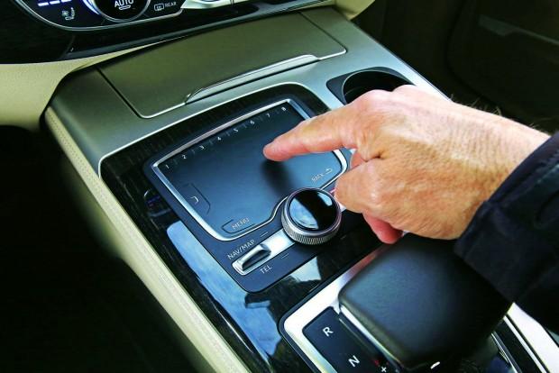 Gombok helyett tapipad: a korábbi gombtengert ezzel csökkentették az Audinál