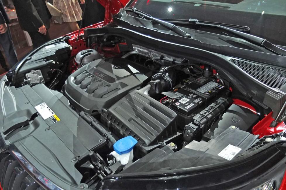Négyhengeres benzines, és dízelmotorok alkotják a kínálatot 125-190 lóerő közötti teljesítménnyel.