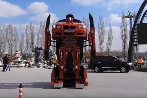 Ez a BMW-ből készült Transformer a nap videója