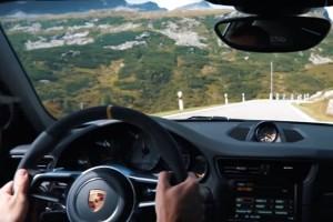 Eszményi veretés tökéletes utakon egy Porsche 911 GT3 RS-sel