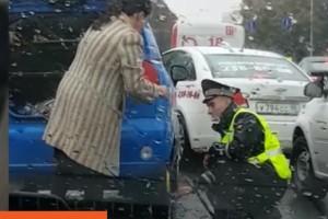 Pozitív felemelő videó egy segítőkész rendőrről
