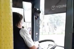 Menet közben facebookozott az orosz buszsofőr