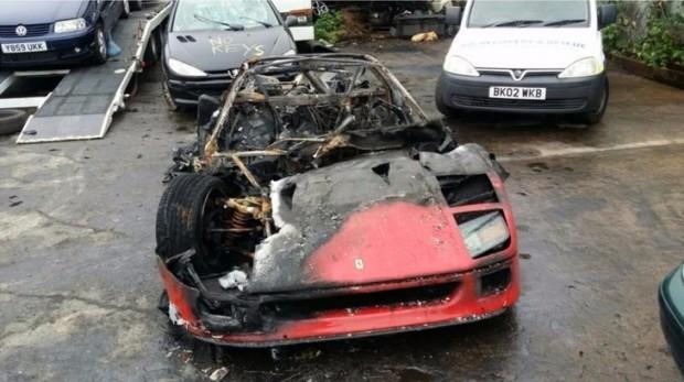 Frissen restaurált F40-es Ferrari égett porrá