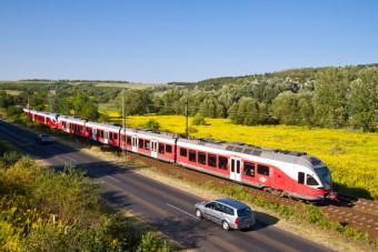 Egy napig ingyen vonatozhatnak az autósok
