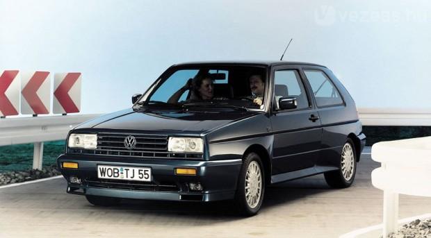 Gyárilag 15-ös felnikkel, nagyrészt a Pasat B3 G60 Syncro technikájával indult harcba a Rallye Golf 1989-ben