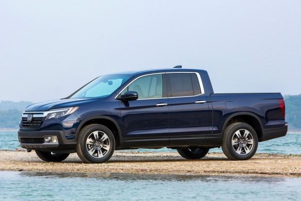 Honda Ridgeline: a Honda önhordó karosszériás pickupja eleve kényelmesebb, mint alvázas-merevtengelyes osztálytársai, de ezen felül is ismer még olyan trükköt, amit mások nem: különleges audiorendszere az egész platót képes hangszóróként hasznosítani, így kempingezéshez, tábortűzhöz nincs jobb választás nála.