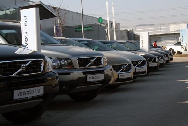 Márkakereskedéstől véve csökkenthető a használtautó-vásárlás kockázata