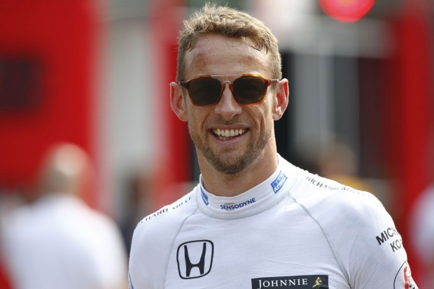 F1: Button hagyja a hülyülést, vonuljon vissza!