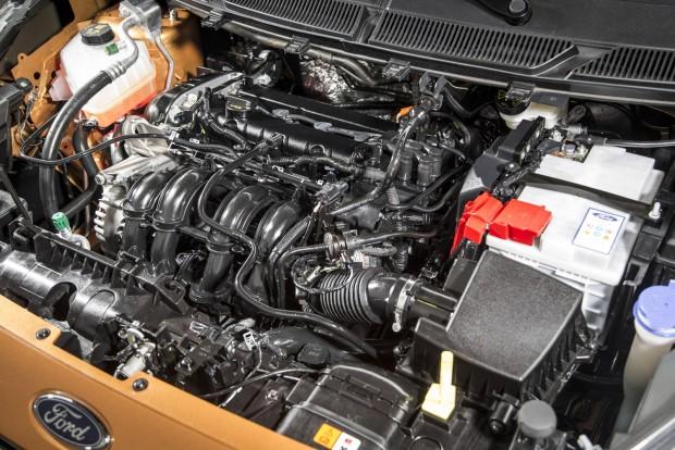 85 lóerő és 112 Nm az 1,25 literes négyhengeres két fő adata. Nagyon ráérős a gyorsulás, pedig szívó- és kipufogó-oldalon is változó a vezérlése