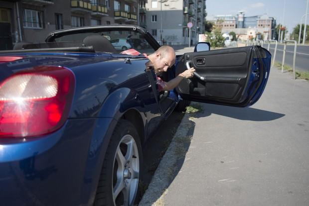 Párhuzamos parkolásnál könnyű odafigyelni a felnire