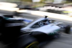 Ecclestone: A Mercedes is ki fog szállni