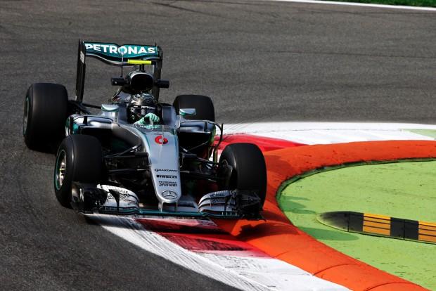 F1: A Mercedes átléphette az 1000 lóerőt