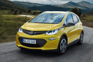 400 km egy feltöltéssel: maratonista lesz az Opel Ampera-e