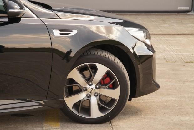 235/45 R18 a GT kerékmérete