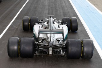 F1: A Mercedes is kipróbálta a 2017-es gumikat