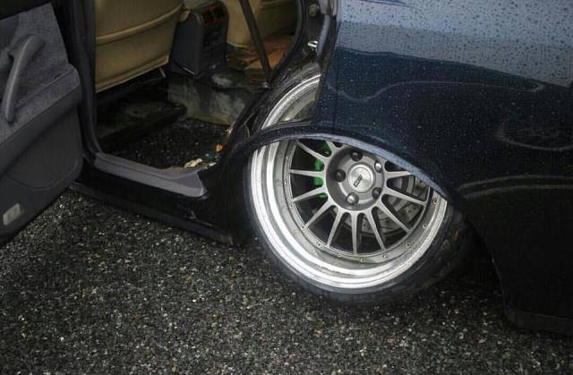 problems_of_having_a_slammed_car_640_09