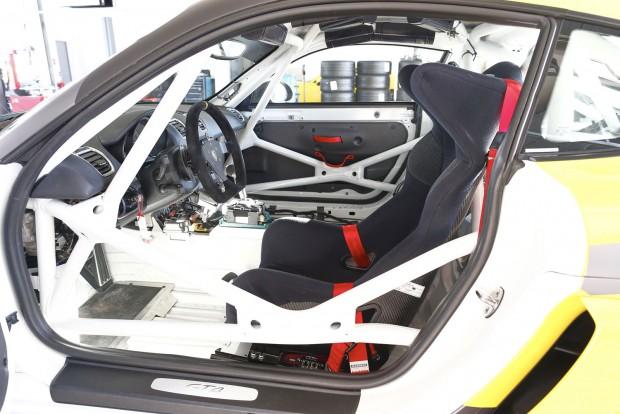 FIA homológ bukócső, és OMP kagylóülés alapáron