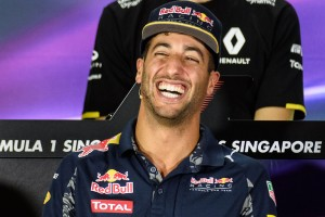 F1: Ricciardo kiborult, tombolt dühében