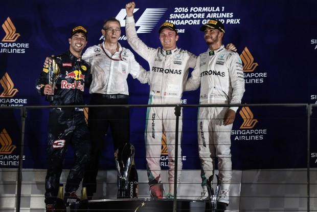 F1: Ricciardónak volt kínos Hamiltonék hallgatása