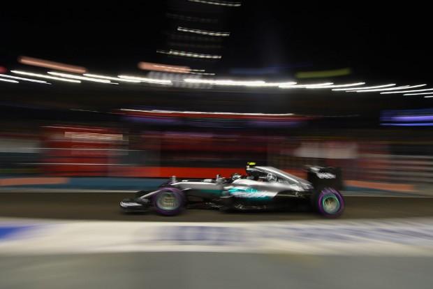 F1: Rosberg az élen, Hamilton csak a 7.