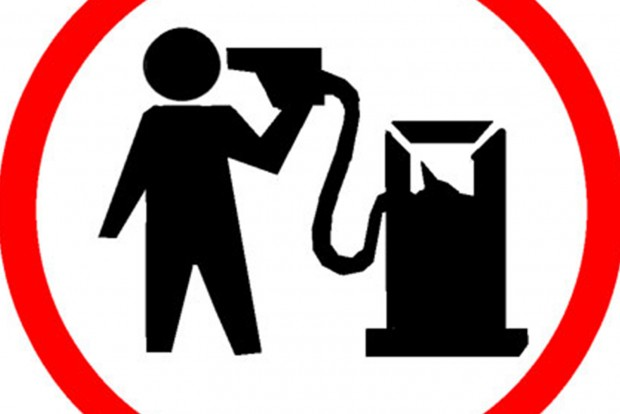 Még nagyobb adót vetnek ki a benzinre