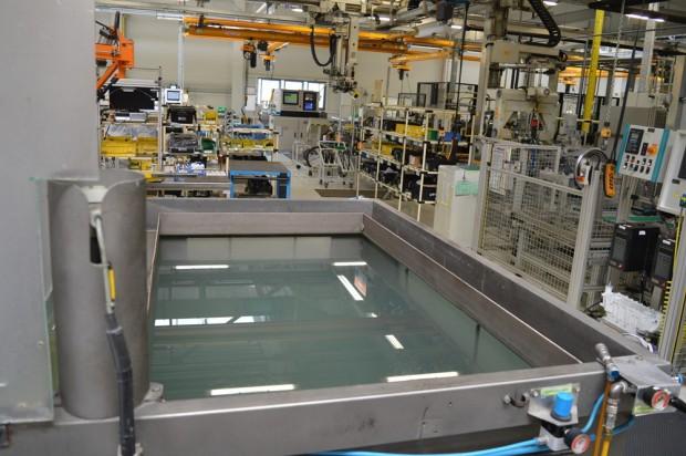 A gyártás során minden váltó egyszer víz alá merül.