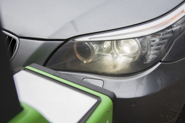 Ingyen ellenőrzik az autósok fényszóróit