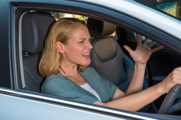Ki őrjöng többet a volánnál: a nők vagy a férfiak?