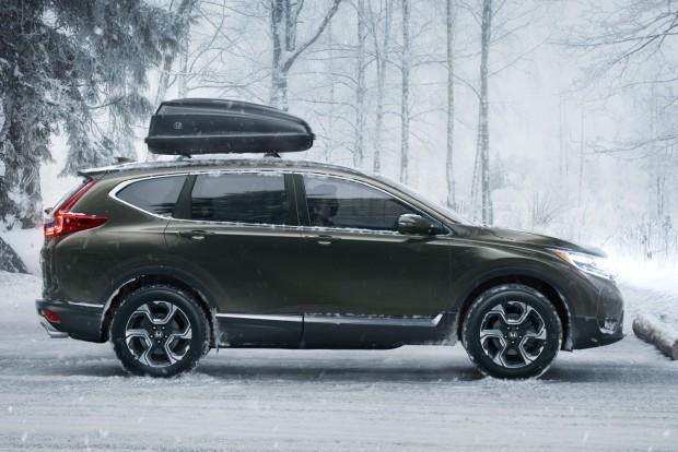 Honda Sensing vezetőtámogató csomag: ráfutásos ütközésre figyelmeztető, gyalogosérzékelős autonóm vészfékező rendszer, az úttest és a forgalmi sáv elhagyását akadályozó rendszer, kis sebességtől aktív távolságtartó tempomat, holttérfigyelő, hátsó keresztirányú forgalom-felügyelő és automata távfény funkciók.