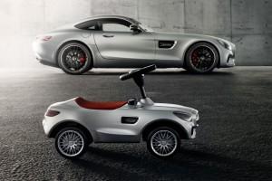Gyerekbarát, emissziómentes sportautó a Mercedestől