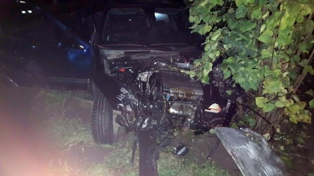 Villanyoszlopot és kerítést tarolt egy autó Fehérgyarmaton
