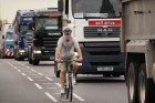Kitilthatják a City-ből a teherautókat