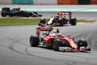 F1: Megsérült Räikkönen autója, és lassú is volt