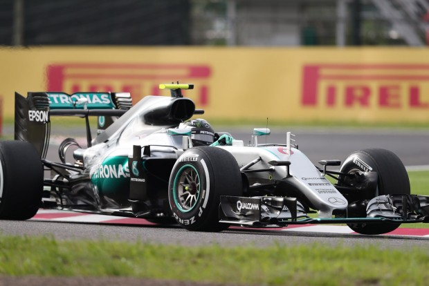 F1: Rosbergé a pole, 13 ezreddel verte Hamiltont