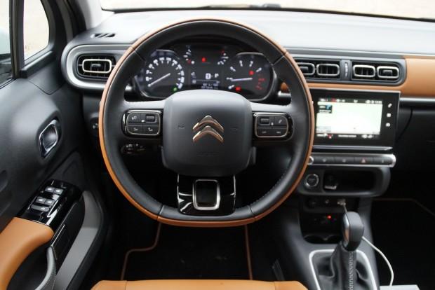Az erőteljes stílus nem befolyásolja az ergonómiát, a C4-est könnyű és élvezetes vezetni