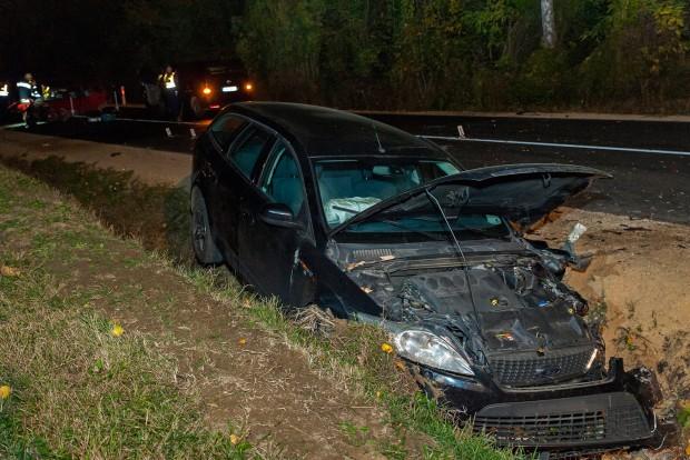 Megrázó fotók a 82-esen történt balesetről