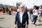 F1: Ecclestone falakat tenne a pályákra