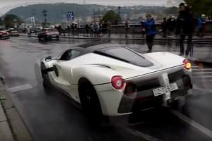 600 milliós Ferrari suhant a budapesti esőben