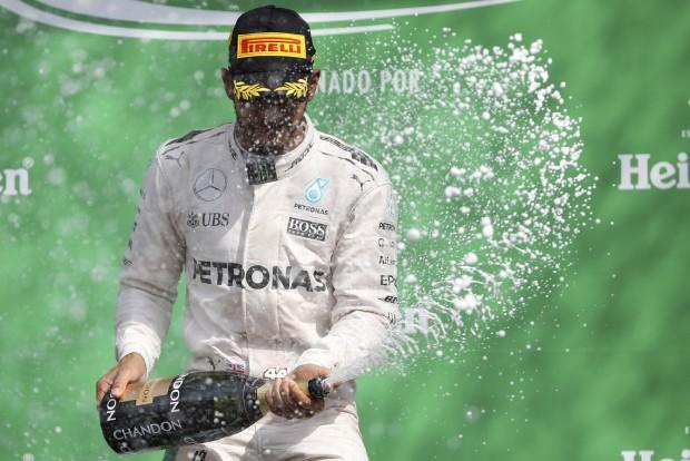 F1: Professzori elismerés Hamiltonnak