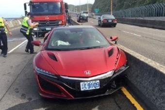 Meg is van az első új Honda NSX baleset