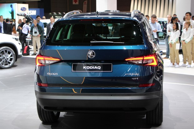 125 és 190 lóerő közötti motorokkal jön a Škoda Kodiaq. Később lehet erősebb dízel és akár konnektorról tölthető hibrid is, ha igényli a piac. A technika a Passat GTE-ből adott hozzá