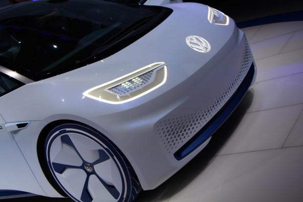 Elvileg 8 másodpercen belül 100-ra gyorsul a 170 lóerős ID, limitált végsebessége 160 km/ó. Nem sokat tudunk az akkuk töltéséről, de a Porsche 800 voltos rendszerrel kívánja teliverni árammal a Mission E akkumulátorait, valami hasonló jöhet a Volkswagennél is