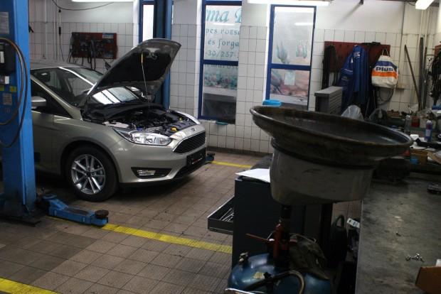 A garanciális időszakra szóló karbantartásokat előre, egy összegben rendezve összességében sokkal kedvezőbb lehet egy autó szervizeltetése, mint alkalmanként fizetve