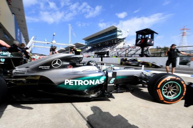 F1: Rosberg az élen, Alonso a falban